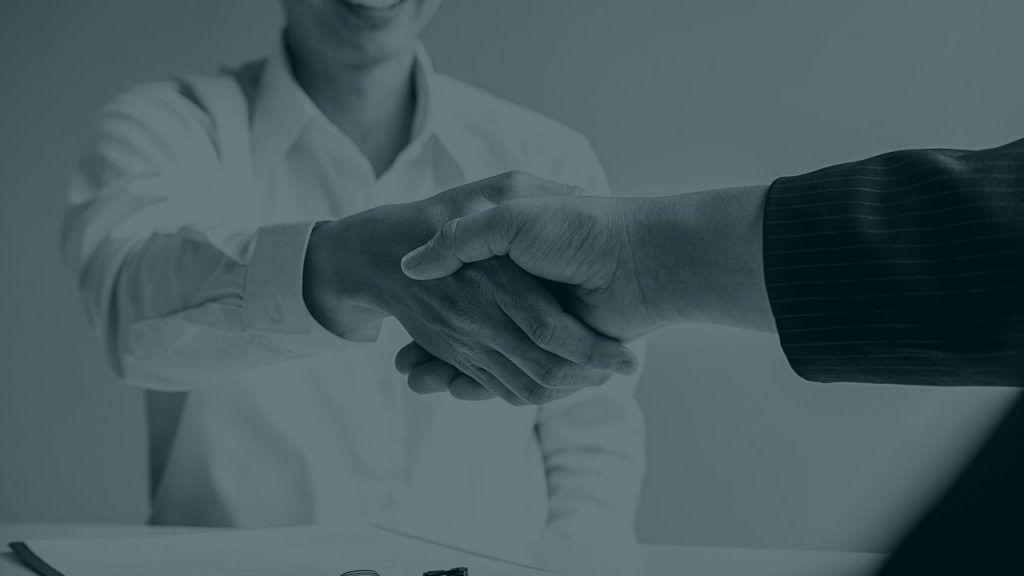 Pasos para contratar comerciales de los que funcionan